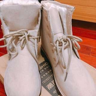 馬丁絨毛靴子