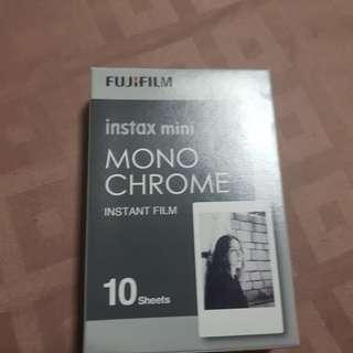 Polaroid instax monochrome 10 pieces