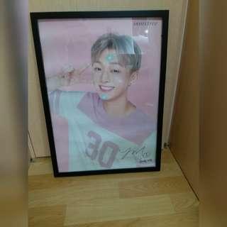 Wanna One 尹智聖 Innisfree Poster連海報框