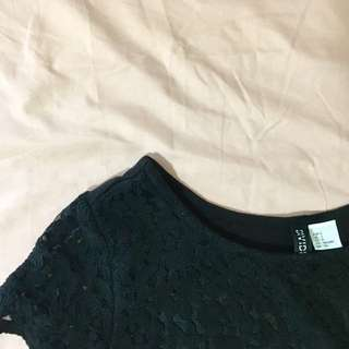 H&M Divided Lace Crop Top