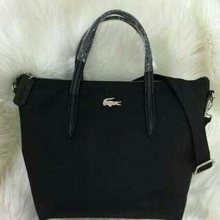 Tas Lacoste warna hitam elegan, dgn warna hitam yg cantik