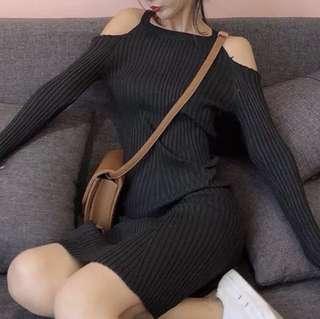 露肩小心機修身包臀針織連衣裙