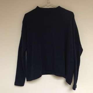 H&M小高領深藍素色落肩針織上衣