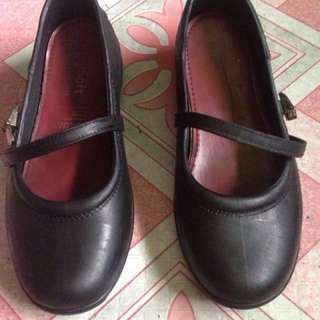 Easy soft school shoes for girls