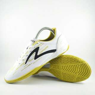 Sepatu futsal specs accelerator lightspeed in white gold black