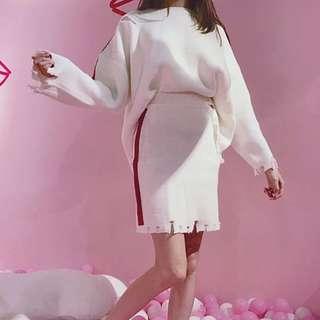 2017秋季新款小香風寬松針織破洞毛衣女+包臀顯瘦百搭毛邊短裙