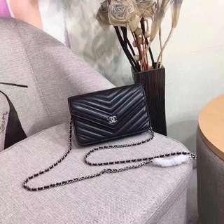 Chanel 球紋羊皮黑色V紋手袋