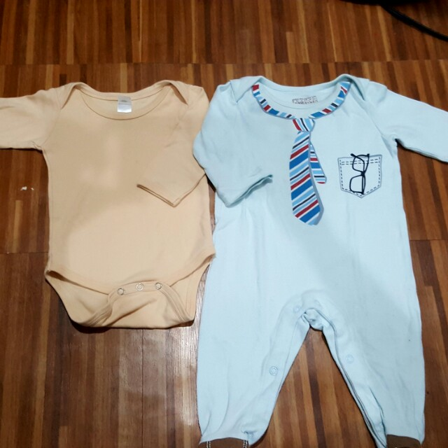 9 months onesies / frogsuits