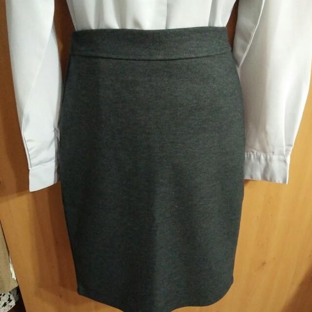 兩件九折。灰色的氤氳。知性氣質質感優質毛呢深灰色高腰窄裙及膝裙半身裙中裙毛衣針織襯衫百搭