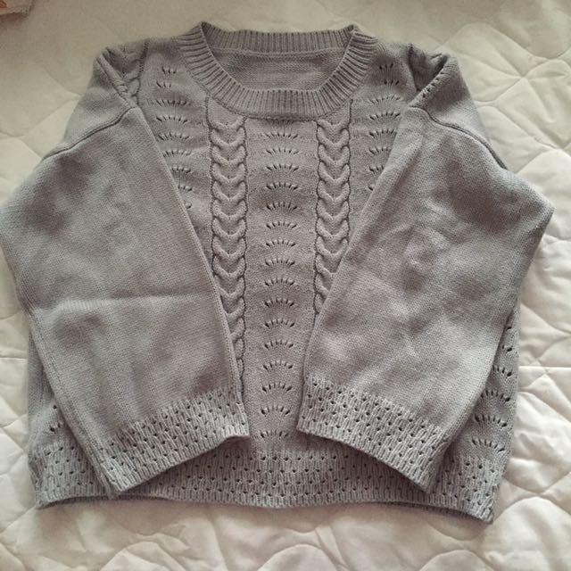 灰色鏤空九分寬袖短版設計感針織上衣毛衣