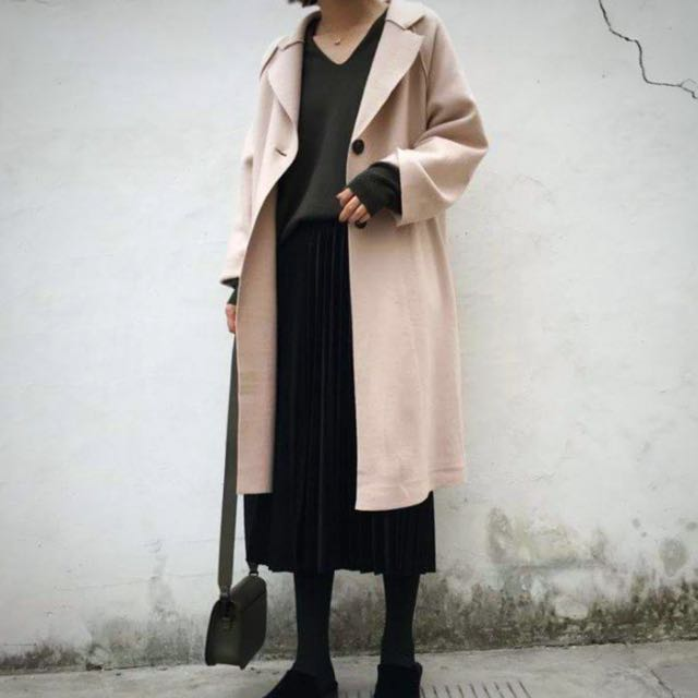 米色 毛呢外套   原価1980元。 8成新。穿一個月