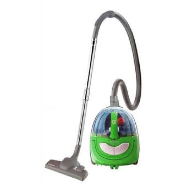 Bagless Vacuum Electrolux MobiOne