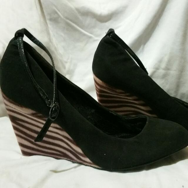 REPRICED charles & keith wedge shoes