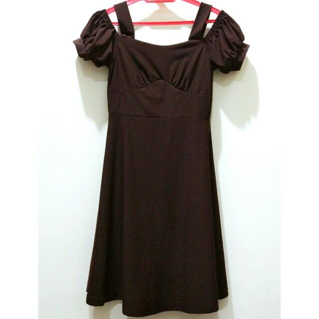 Cold shoulder sweetheart dress
