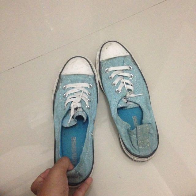 Converse blue