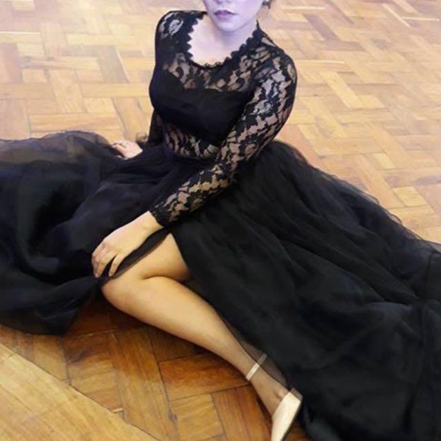 Designer's Elegant Black Lace Gown Balloon Tulle Skirt