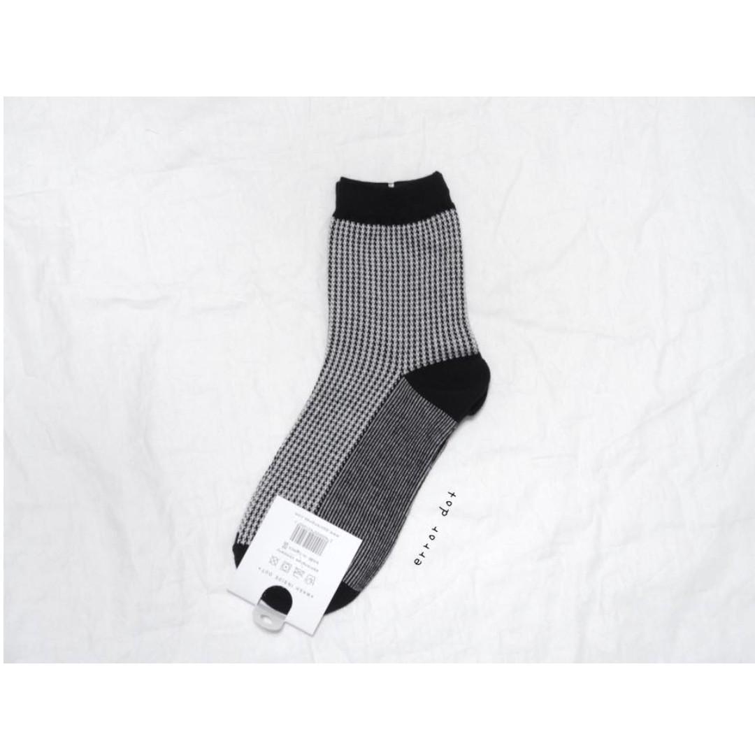 。error dot。韓國製黑白千鳥格襪子