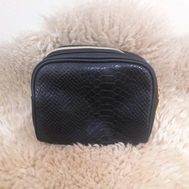 Estee Lauder cosmetic pouch
