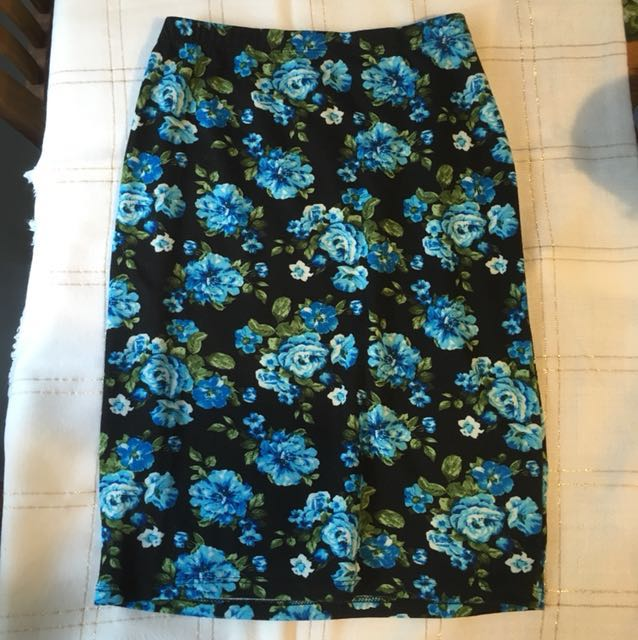 Floral easy to wear blue skirt