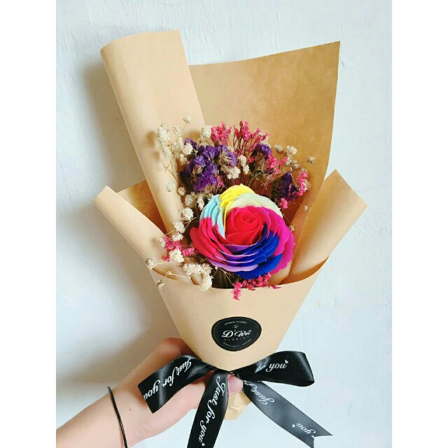 *FREE DELIVERY to WM only / Ready stock 5-8 days*      Preservative/ Soap rainbow flower & baby breath bouquet as shown design/color. Free delivery is applied for this item.
