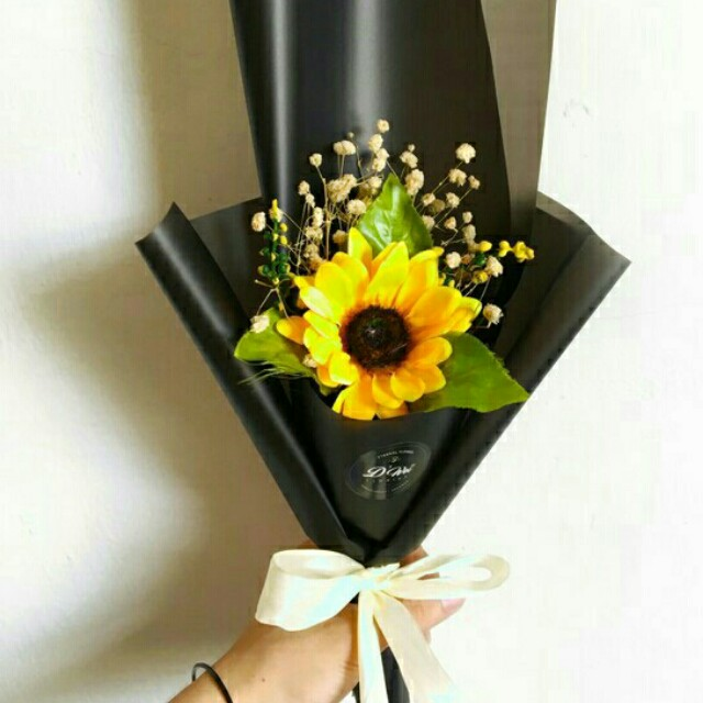 *FREE DELIVERY to WM only / Ready stock 5-8 days*      Preservative sunflower & baby breath bouquet as shown design/color. Free delivery is applied for this item.
