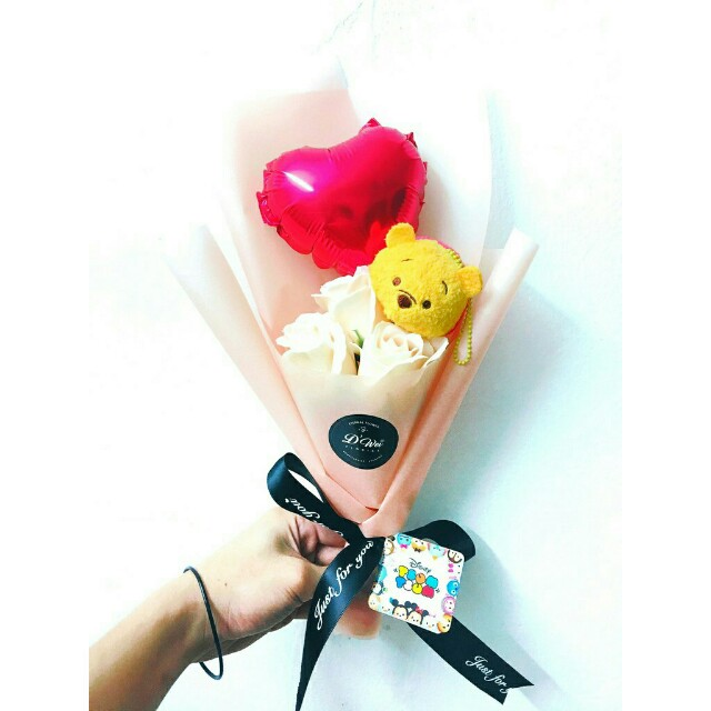 *FREE DELIVERY to WM only / Ready stock 5-8 days* Soap flower with tsum2 bouquet as shown design/color. Free delivery is applied for this item.