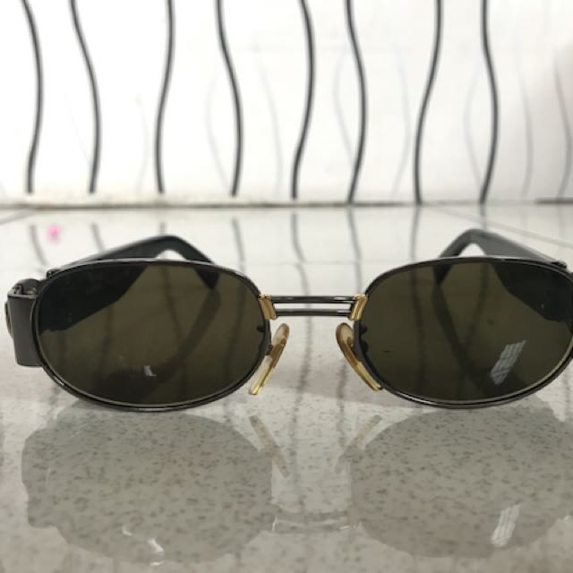 ed59fd661b81 Gianni Versace Sunglasses, Women's Fashion, Accessories on Carousell