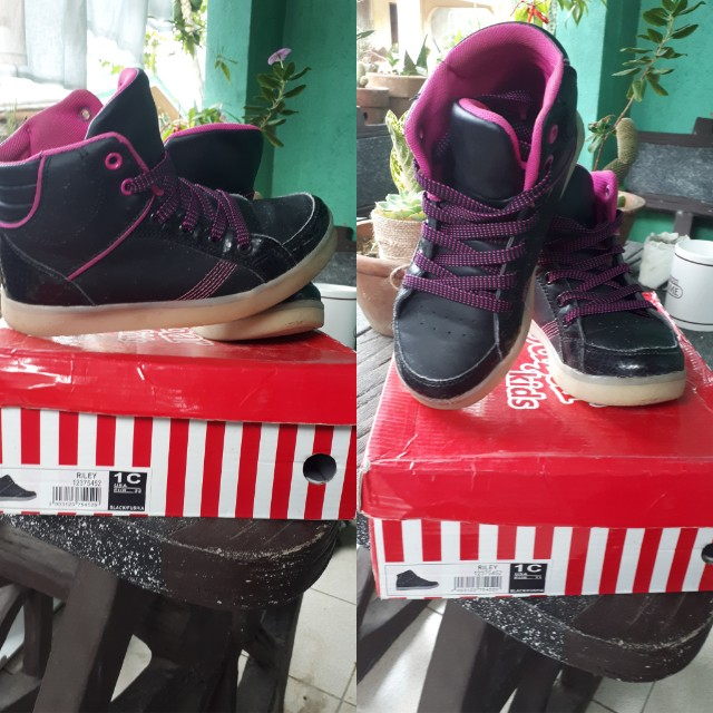 girls sneakers (6 to 7 yrs old)