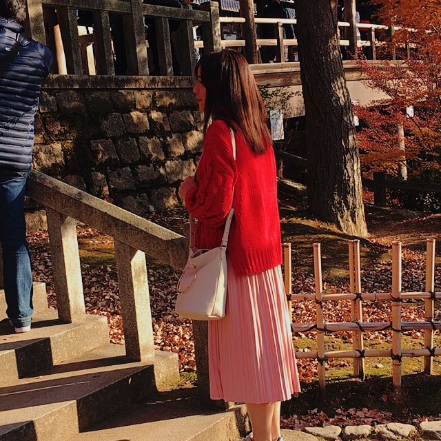 GU紅色針織上衣
