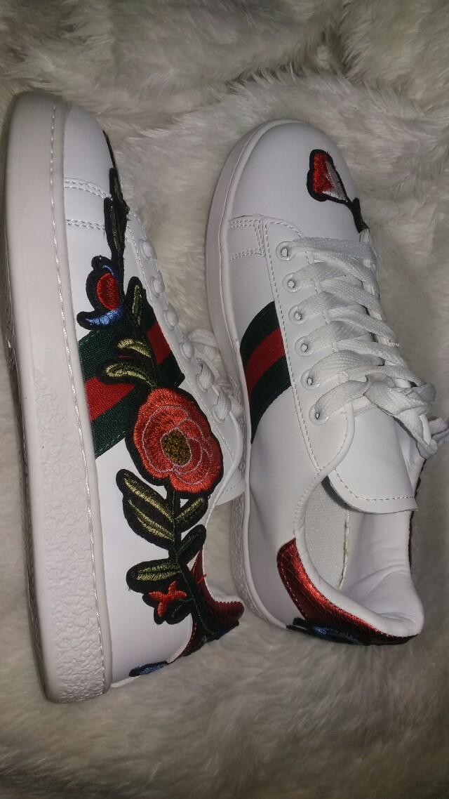 bae92778c Gucci Ace Embroidered Sneakers Red, Women's Fashion, Shoes on Carousell
