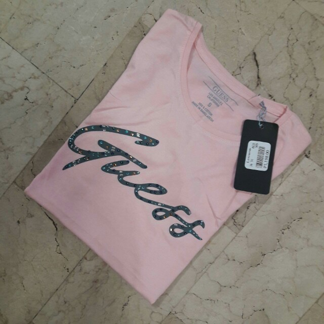 Guess Women Authentic Quality/Mall Pullout