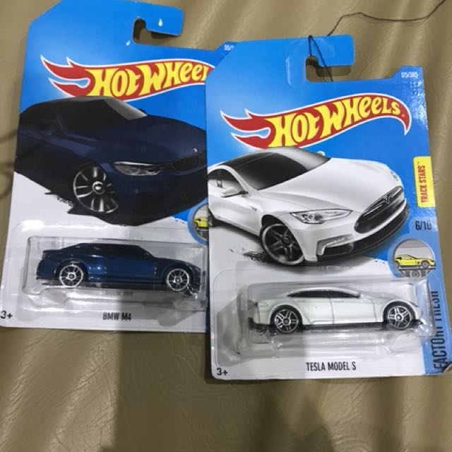 Hot wheels BMW M4 tesla model S