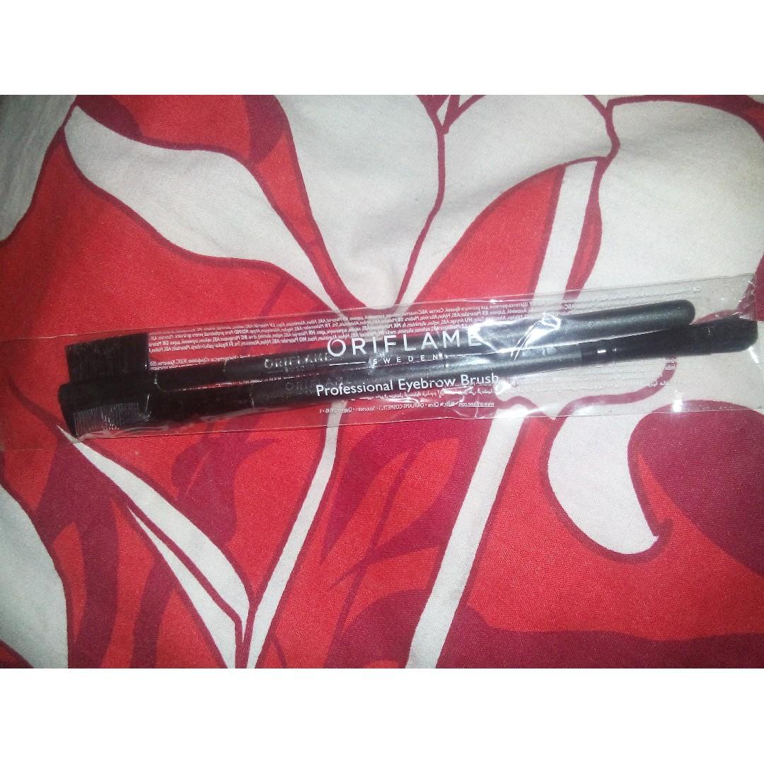 Brush makeup Oriflame ( dapat 2 pcs )