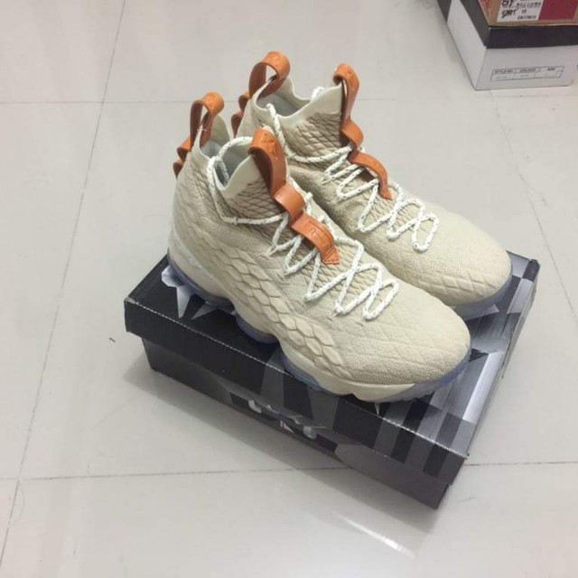 newest f5fb6 3c911 LeBron 15 Ghost 🏀 on Carousell