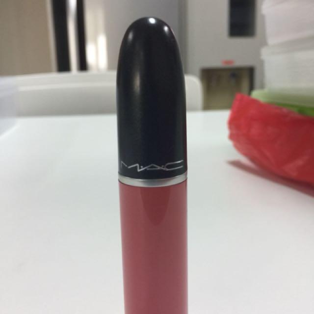 "MAC Liquid Lipstick ""Rich and Restless"" 70%"