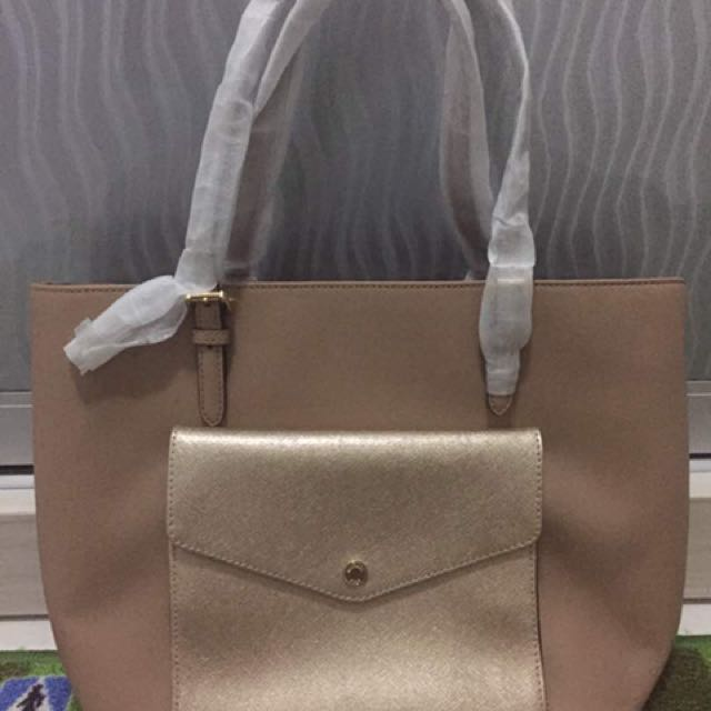 a3d168862c73 MICHAEL KORS JET SET LARGE POCKET MF TOTE, Luxury, Bags & Wallets on  Carousell
