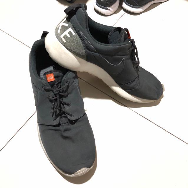 Nike roshe run size 13 ( size 47 )