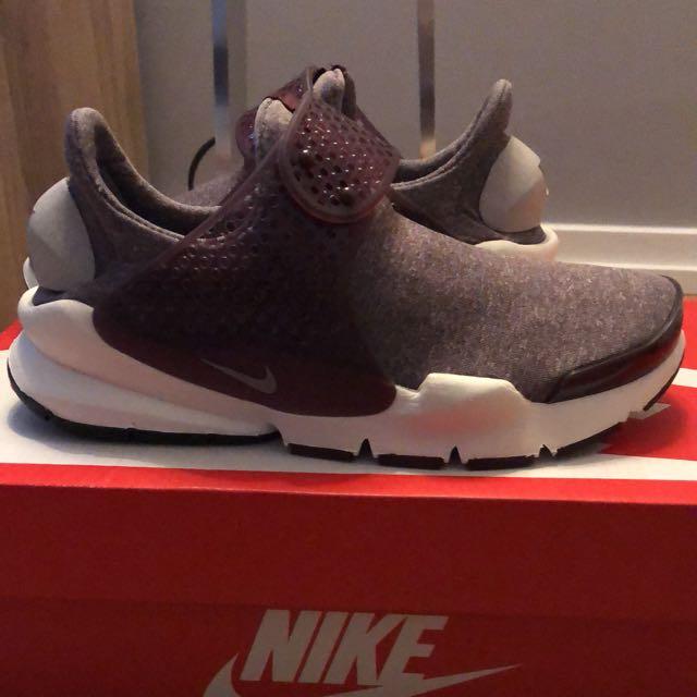 Nike Sock Dart SE. Women size 5
