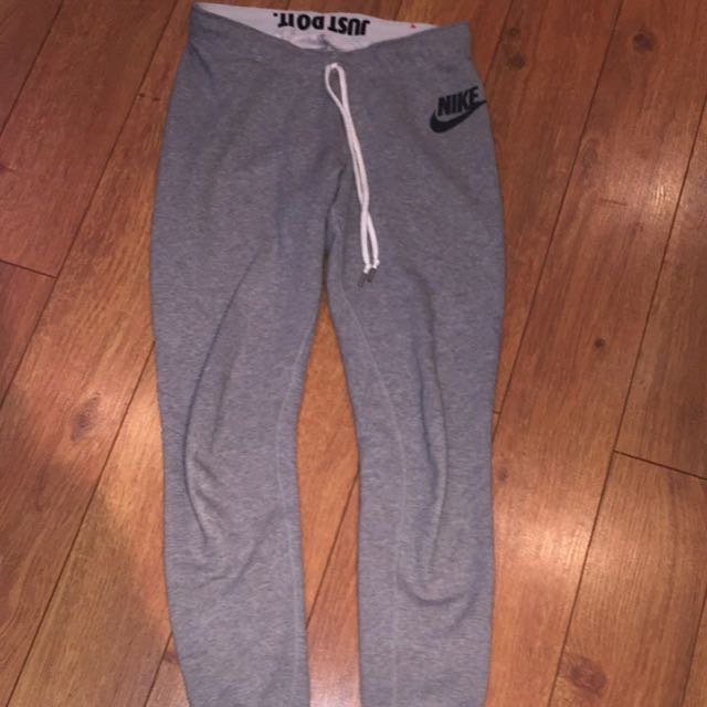 Nike sweatpants size: medium