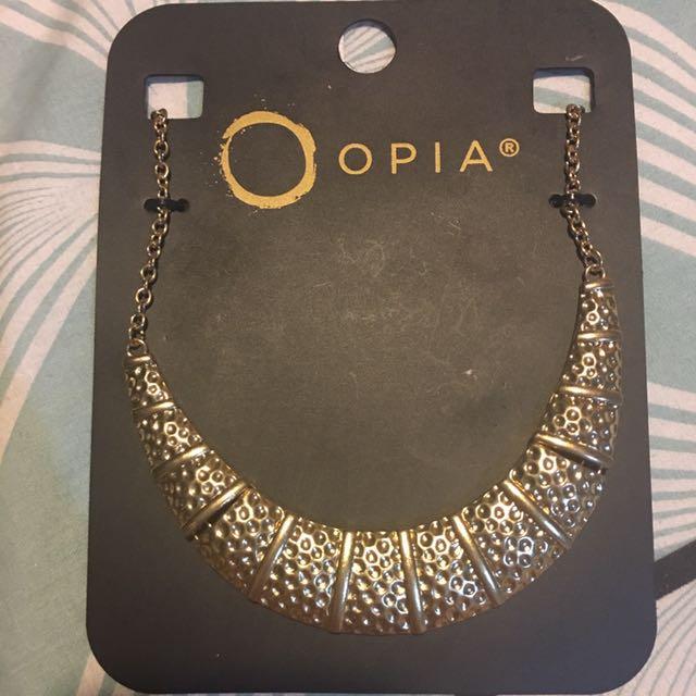 Opia golden choker
