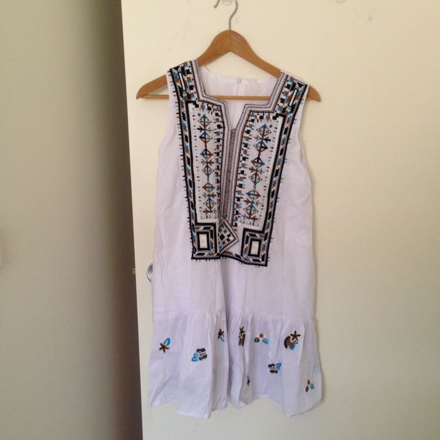 Peasant style dress size 6-8 NEW