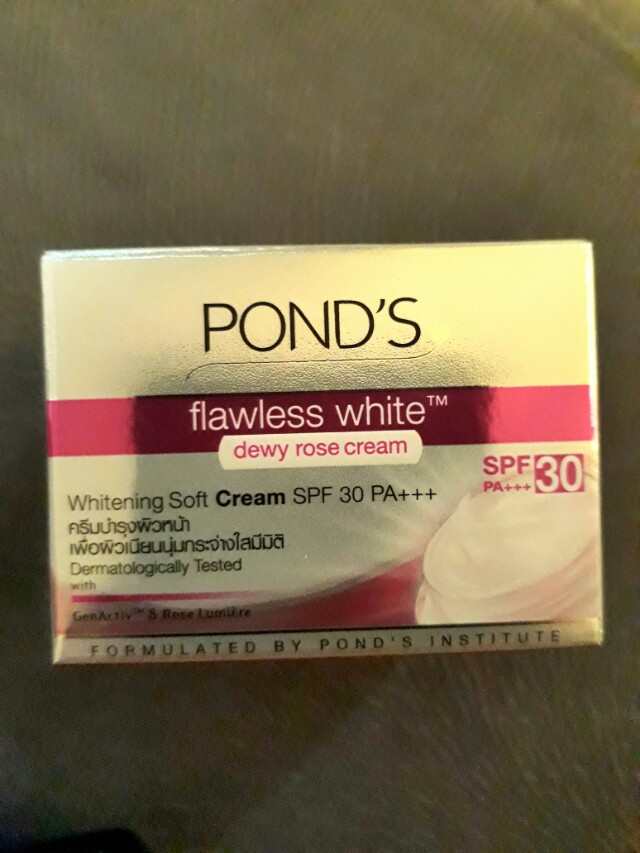 Pond's Flawless White Dewy Rose Day Cream