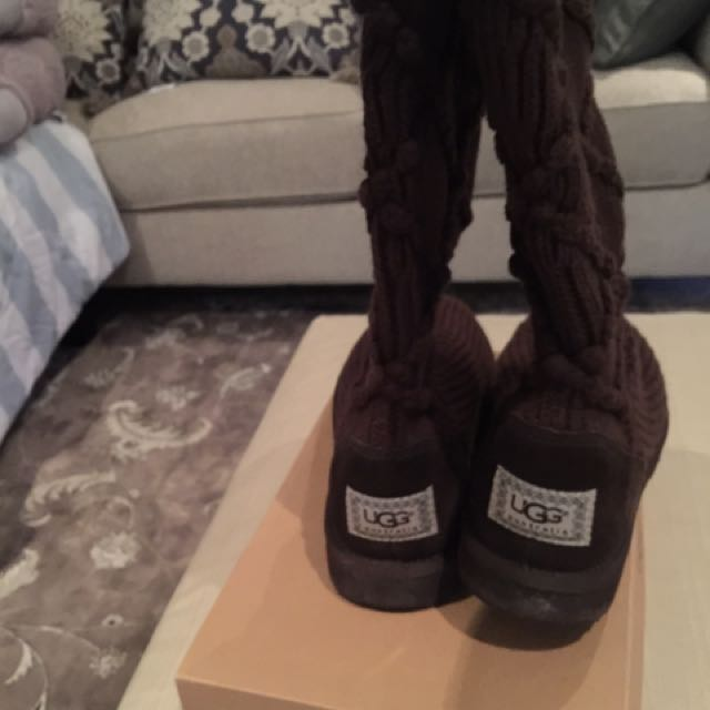 ***Price Drop***Ugg's Knitted ( Size 7) New Condition