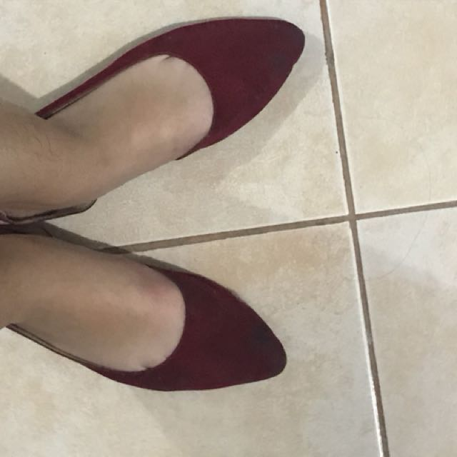 Red Pointed Flat Shoes