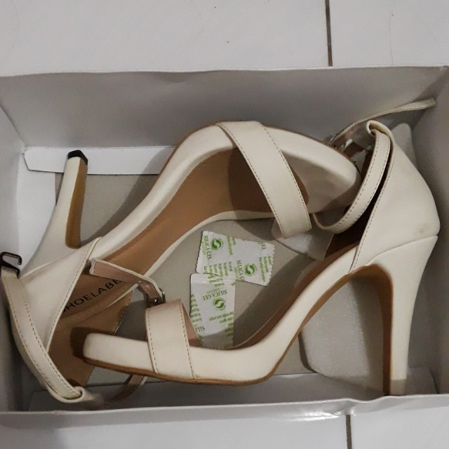 Shoelabel heels