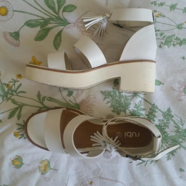 Size 9 white flatform with tassels