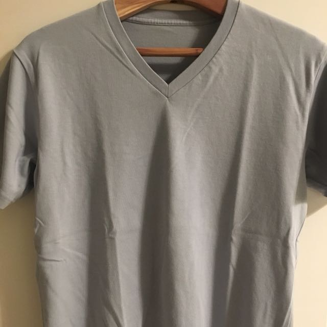 Uniqlo V-Neck Tee