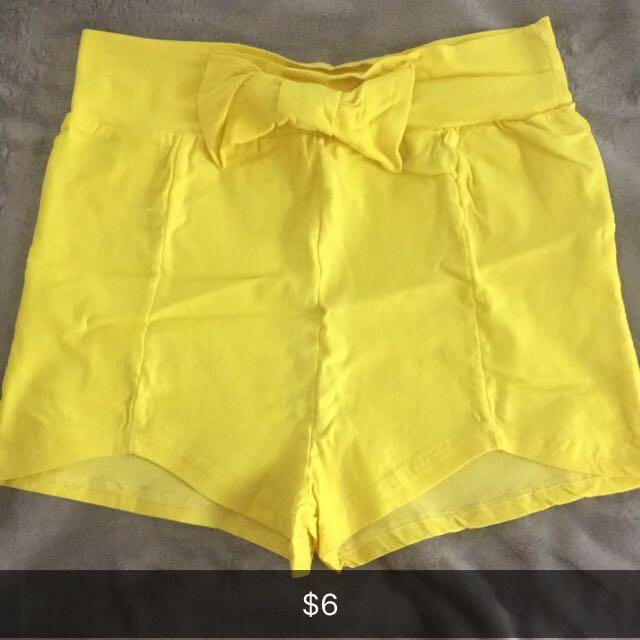 Yellow highwaist shorts