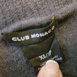 Club Monaco merino v neck sweater. Size xs. Excellent condition. Retails for $129 brand new. Pick up Yorkville or Beaches. Or by post (add $12). Message with preferred time
