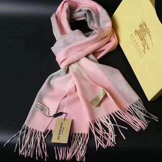 Burberry粉紅頸巾